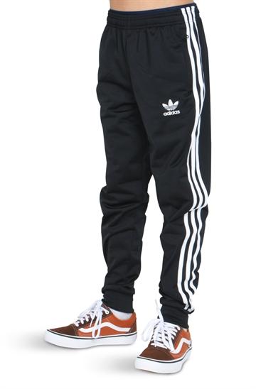 bb9eb586 Adidas tøj - Stort udvalg af Adidas tøj til junior og teens 8-16 år ...