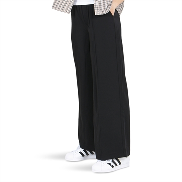 On Me Pants 19-0507 Black